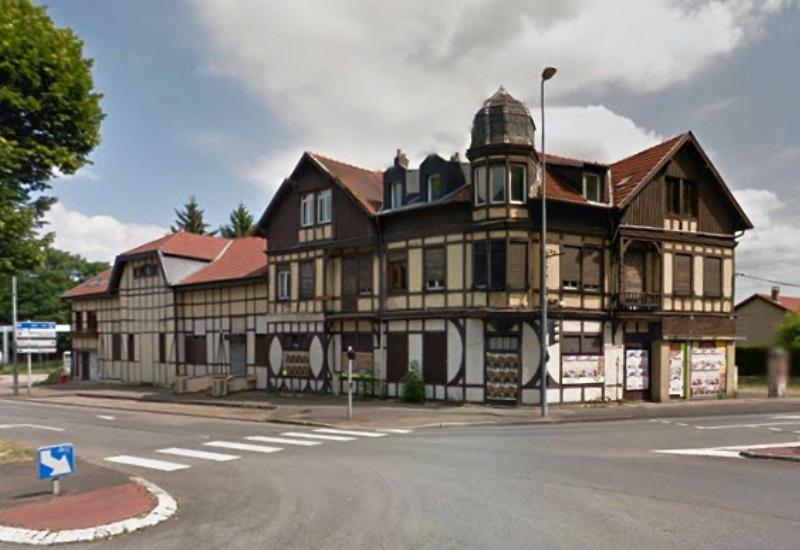 Démolition d'une maison à colombages centenaire à Saint-Julien-lès-Metz
