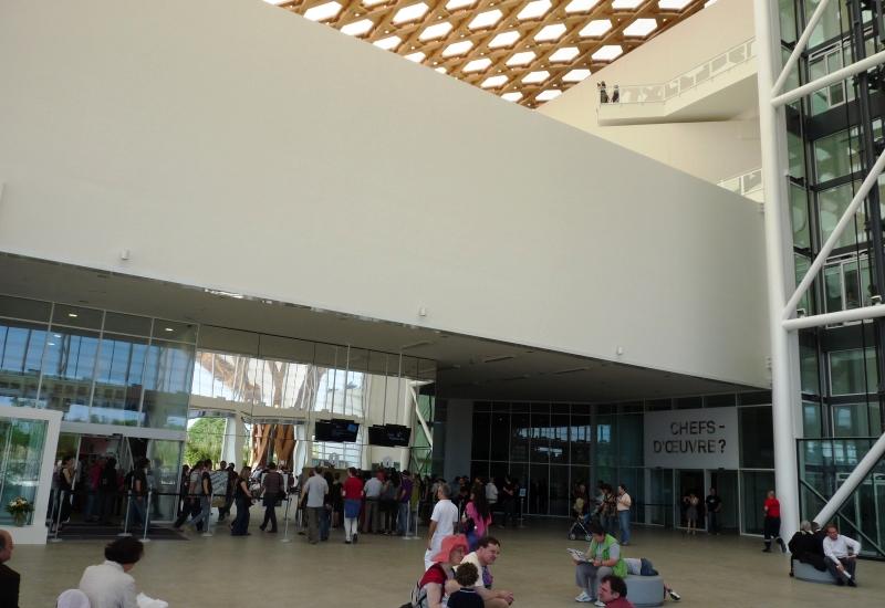 Réaménagement du hall d'accueil du Centre Pompidou-Metz pour lutter contre le froid