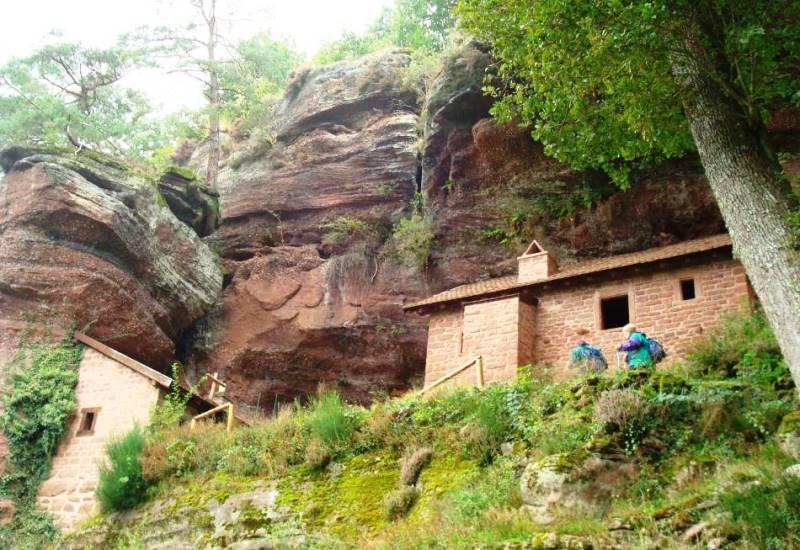 Restauration d'une maison troglodytique au Falkenberg près de Dabo